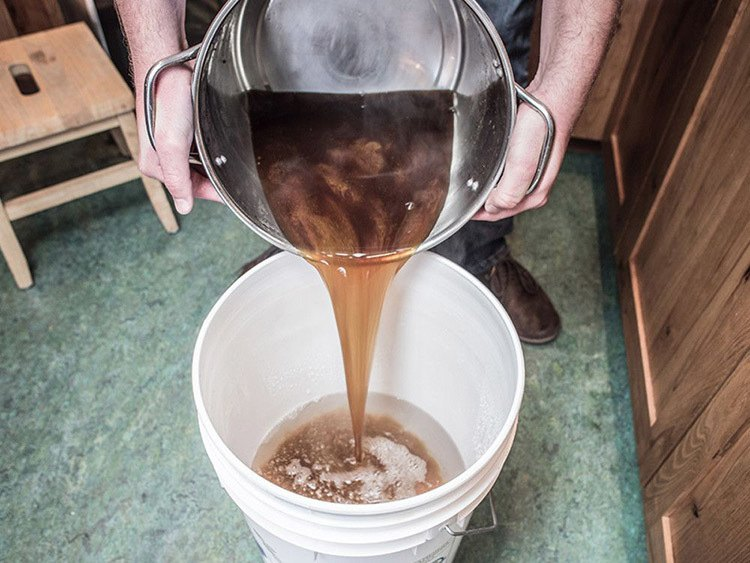 Extract Brewing Pour